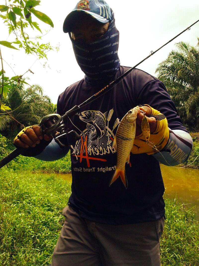 lyee caster menggunakan micro spoon kanicen nix grenti strike red eye memburu sebarau sungai